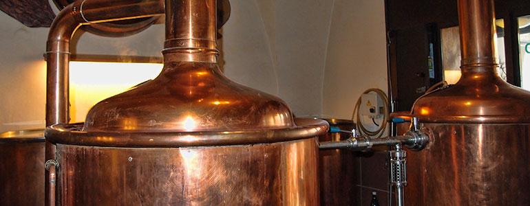 Пивоварня ресторан У Двух Кошек. Заторно-сусловарочный котел и фильтр чан пивоварни.